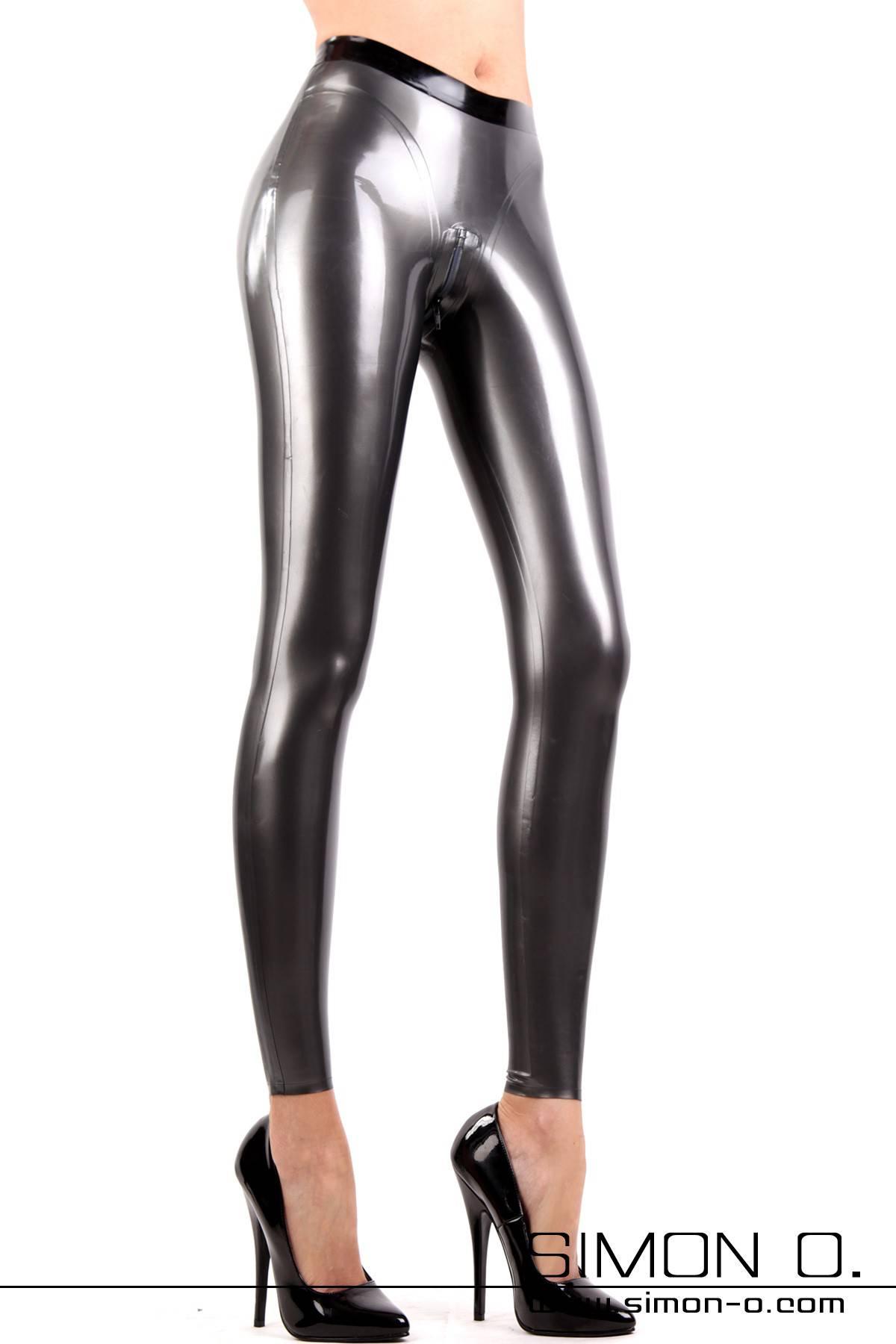Atemberaubende Latex Leggings mit 3D Gesäßschnitt Der Klassiker unter den Latex Leggings mit neuer Schnittführung. Diese Leggings zeichnet sich durch den …