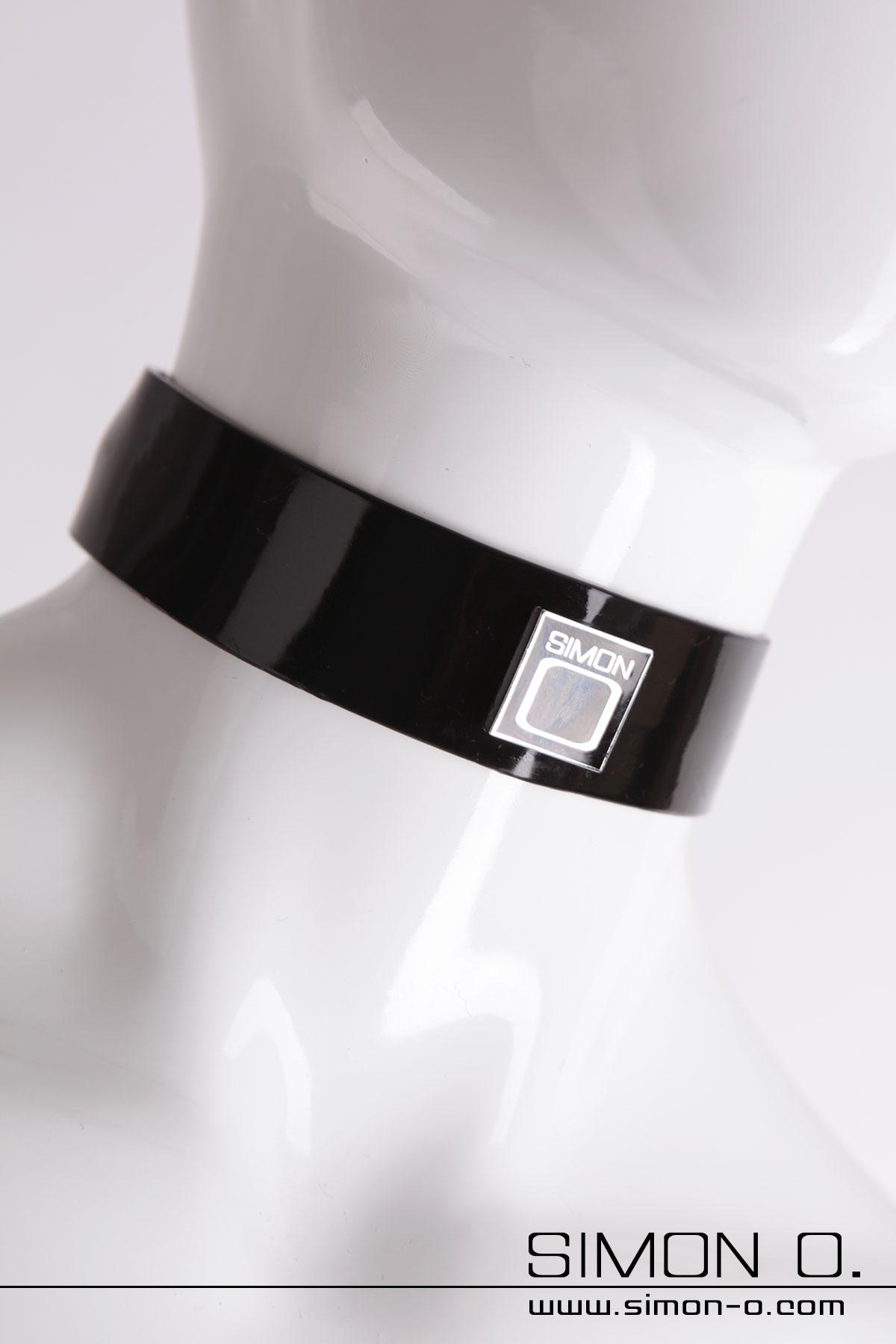Latex Halsband mit verchromten Simon O. Logo