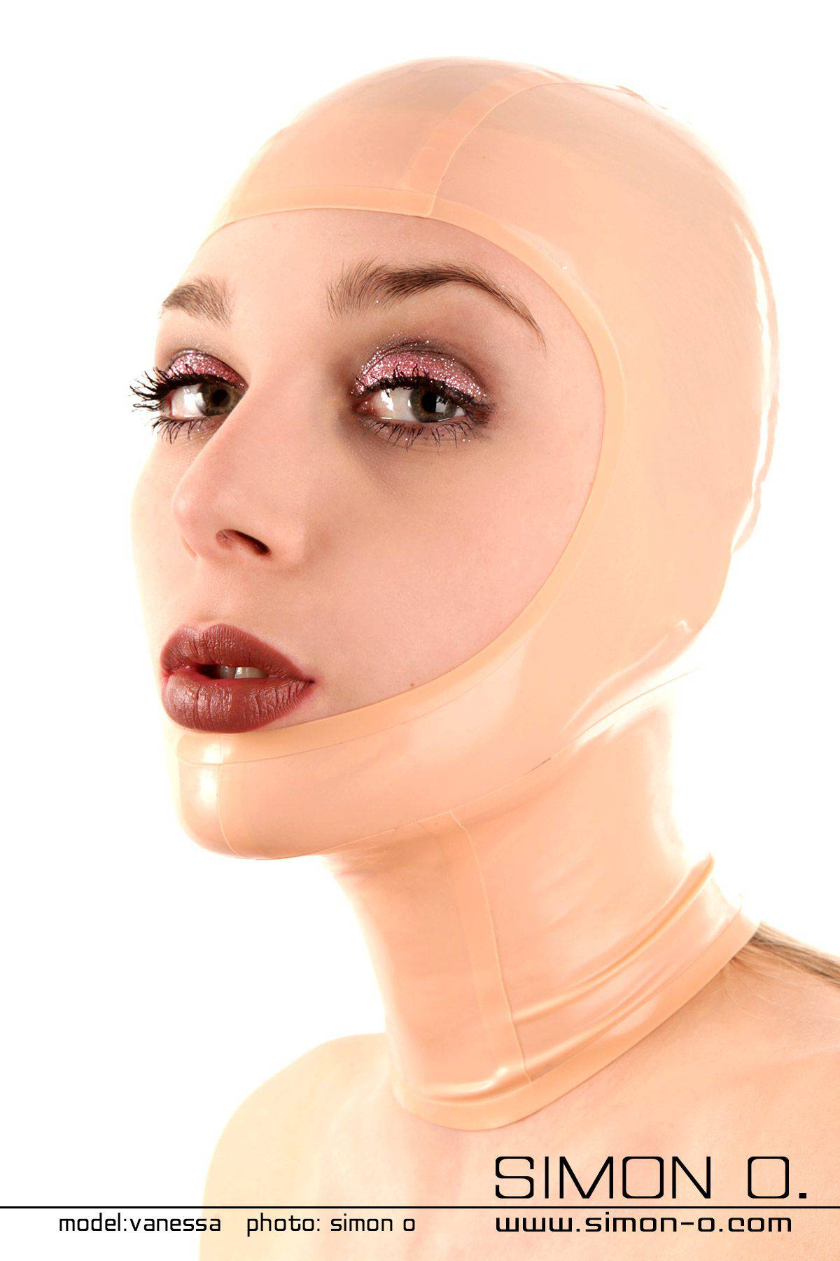 Latex Maske gesichtsoffen Sie möchten Ihren Partner in von Kopf bis Fuß in Latex gekleidet verführen. Sie möchten trotzdem aufregend geschminkt, mit langen …