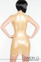 Vorschau: Ein eng anliegendes goldenes Latex Minikleid in wet look Optik von hinten gesehen