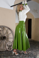 Preview: Long Latex Skirt This long latex skirt has a reinforced waistband and can be ordered in different lengths. This gorgeous latex skirt is especially fashionable …