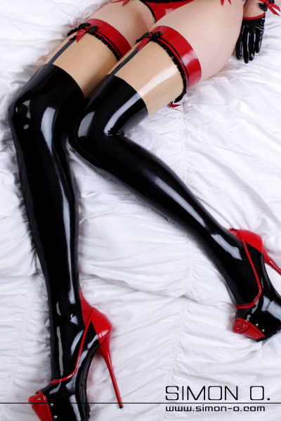 Lovely latex stockings with frills and bows Very elaborate and playful latex stockings with backseam, Cuban heel, frills, faux suspenders. The latex stockings …