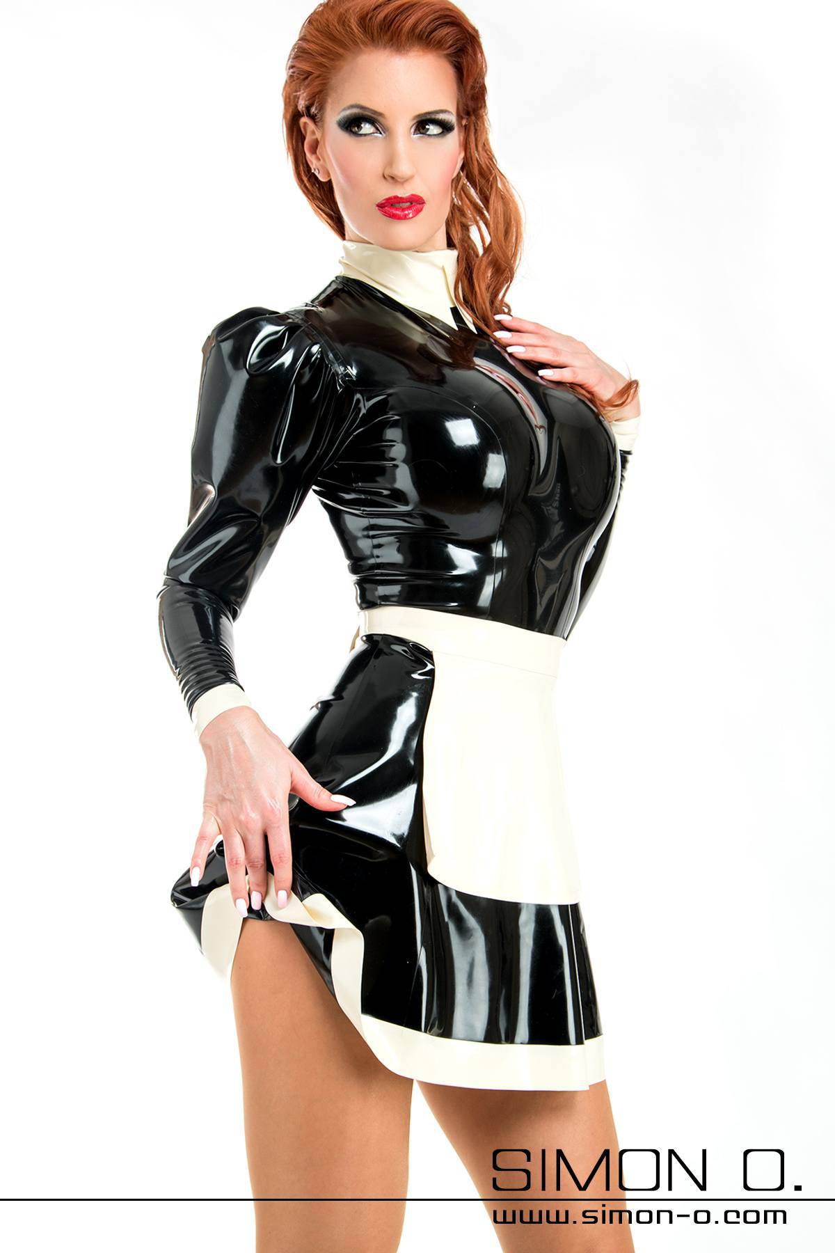 Dienstmädchen Latex Uniform mit Stehkragen und Latexschürze in Schwarz mit Weiß