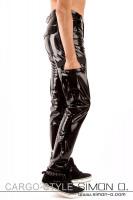 Vorschau: Eine glänzende schwarze Latex Hose im Cargo Stil mit vielen Taschen von der Seite gesehen