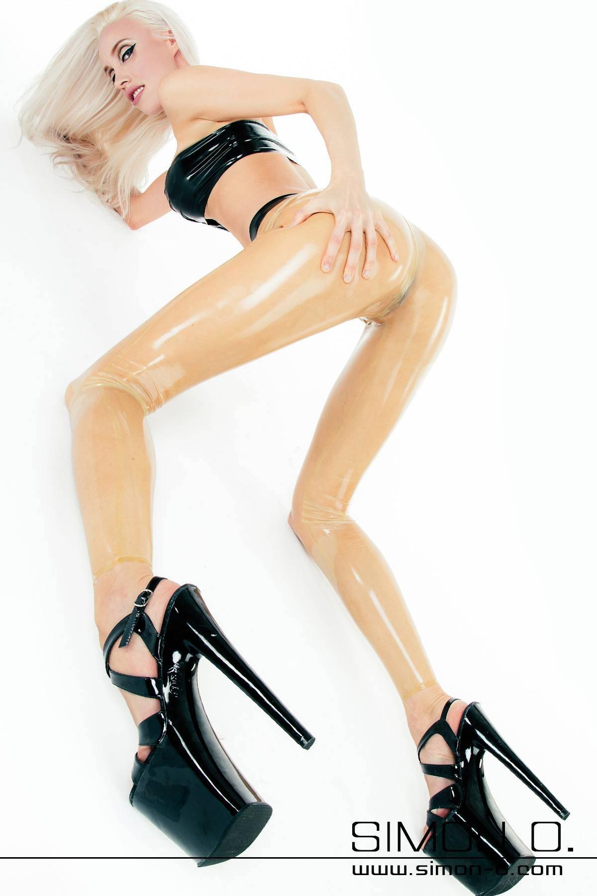 """Hautenge durchsichtige Latex Leggings Diese transparente, hautenge Latex-Leggings besticht durch ihren sexy """"Cameltoe""""-Effekt. Die Leggings wird aus feinstem …"""