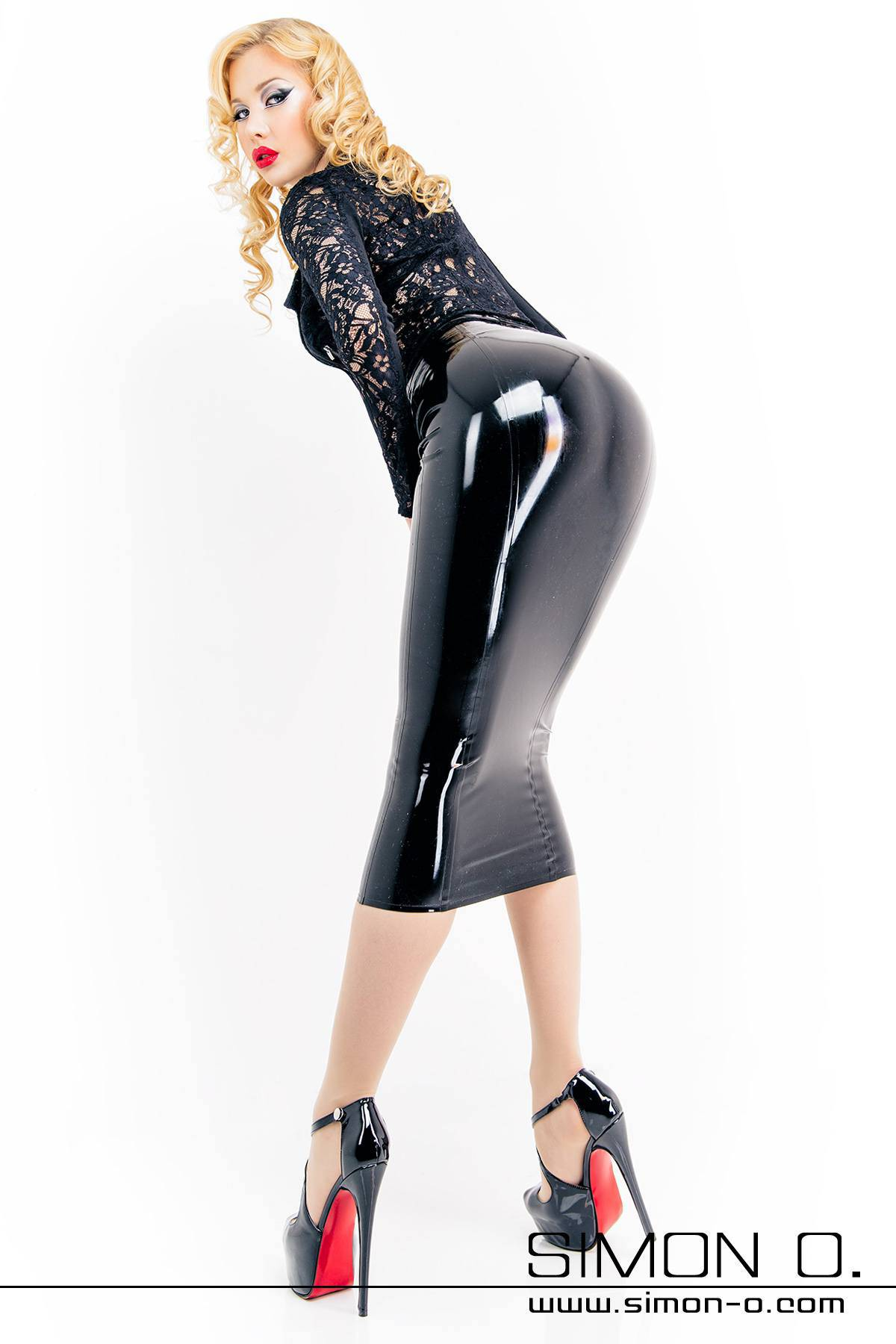 Tight Pencil Skirt Made of Latex This long, skin tight pencil skirt made of latex fascinates with its elegance and creates a stunning erotic gait. However, it …