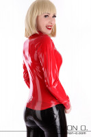 Preview: A blond girl wears a shiny latex blouse in red. The blouse is tight fitting and has a button placket and a lapel collar.