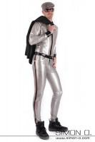 Vorschau: Eine Herr trägt ein Glanz Latex Hemd mit Reverskragen in Schwarz mit dazupassender Latex Hose