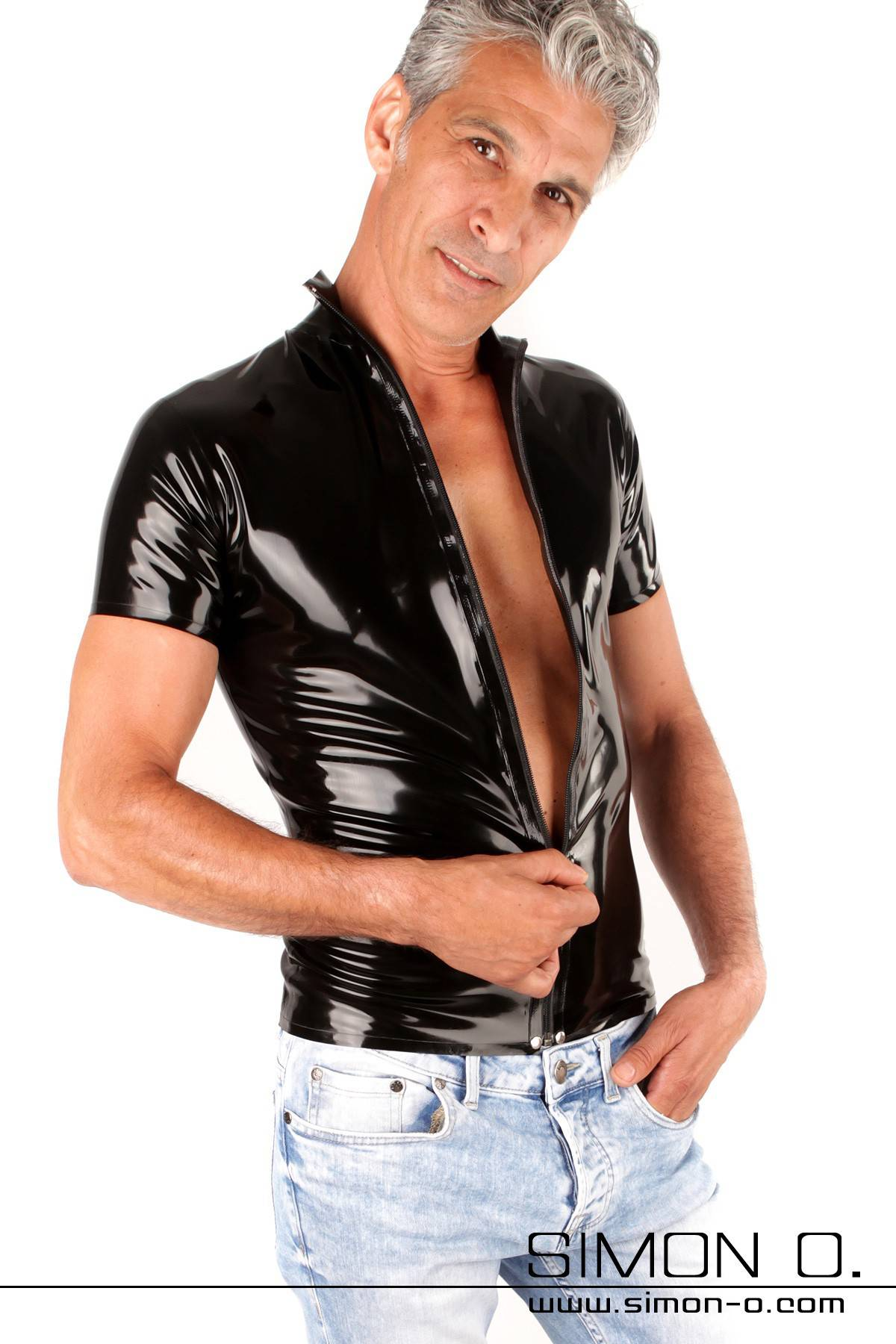 Men's latex shirt with dividable zipper Short-sleeved latex shirt with a dividable zipper and a stand-up collar. This plain yet beautifully handcrafted …