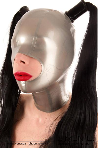 Latex Maske mit großzügiger Mundöffnung vorbereitet für 2 Haarteile Mit den geschlossenen Augen dieser Latex Maske erleben Sie jede Berührung intensiver. …