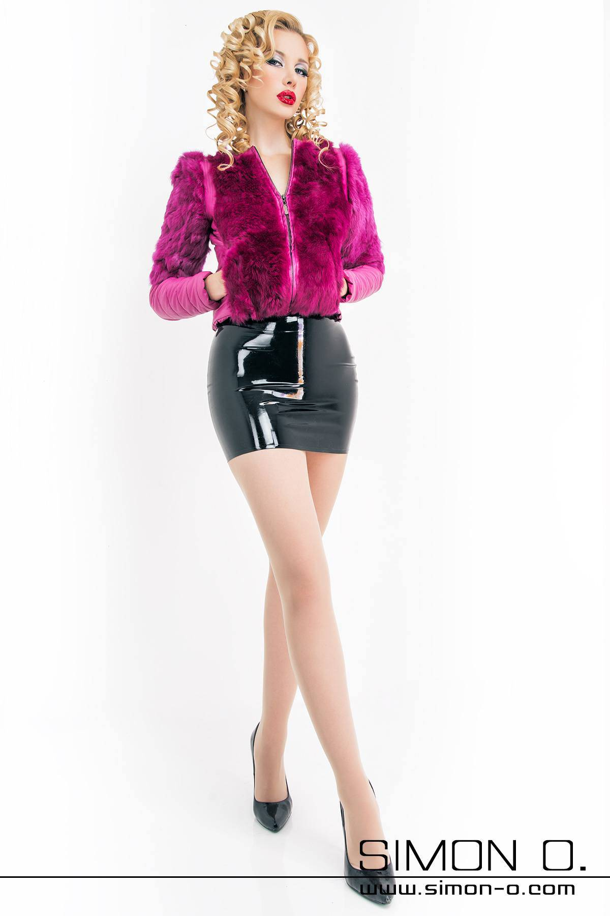 Sexy latex mini skirt This model is a skin tight, sexy latex mini skirt from our Basic-Line collection. This latex skirt with a total length of 39 cm, is made …
