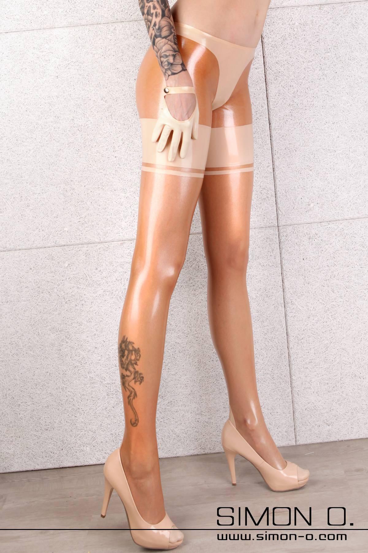 Hautenge Latex Strumpfhose mit Slipteil Diese Latex Strumpfhose wird aus feinen Latex hergestellt und hat eine sexy Strumpfoptik ohne das Problem zu haben …