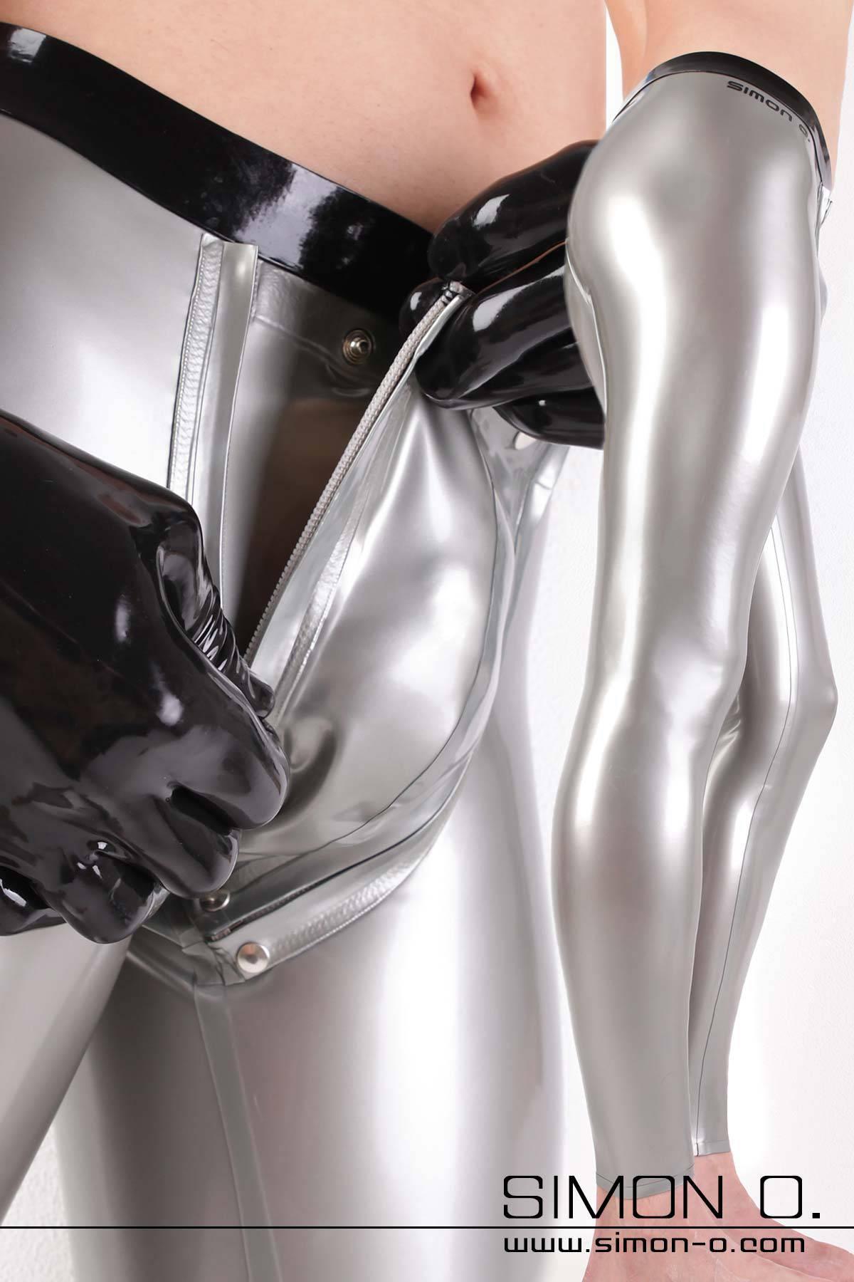 Herren Latex Leggings mit Codpiece Herren Legging aus 0.40 mm Latex mit Latexkondom, NS-Kondom oder Cockring hinter einem abnehmbaren Codpiece eingearbeitet. …