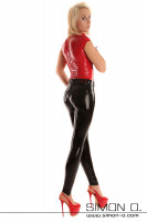 Vorschau: Eine blonde Frau trägt ein hautenges Latex Top in Rot in Kombination mit einer glänzenden Latex Leggings. Dazu trägt sie rote High Heels