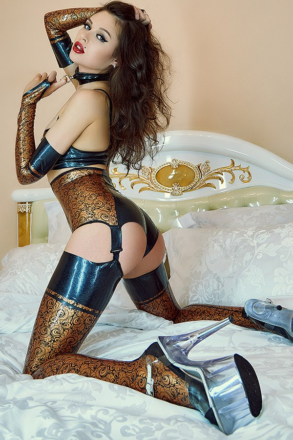 Glossy latex lingerie set for ladies with pattern