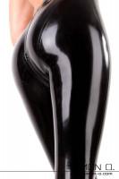 Vorschau: Atemberaubende Latex Leggings inklusive Schritt Zipper Der Klassiker unter den Latex Leggings mit neuer Schnittführung. Diese Leggings zeichnet sich durch den …