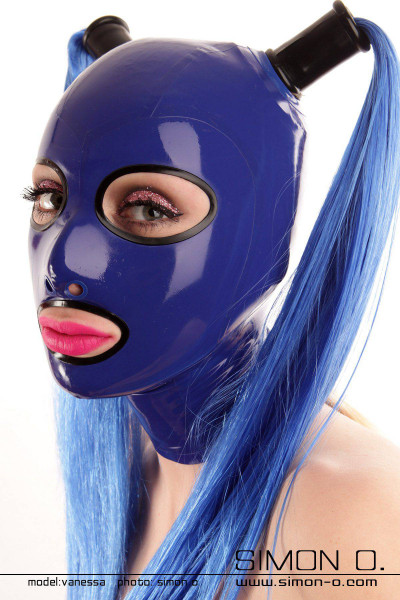 Latex mask with enclosed round eyes prepaired for 2 hairpieces The eyes and mouth of this latex mask are edged with seamlessly cast borders. The available …