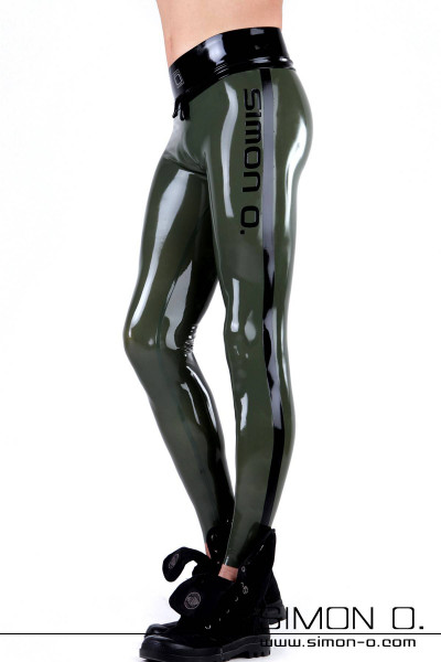 Wetlook leggings in olive green latex for men. Sporty look with stripes side logo in black