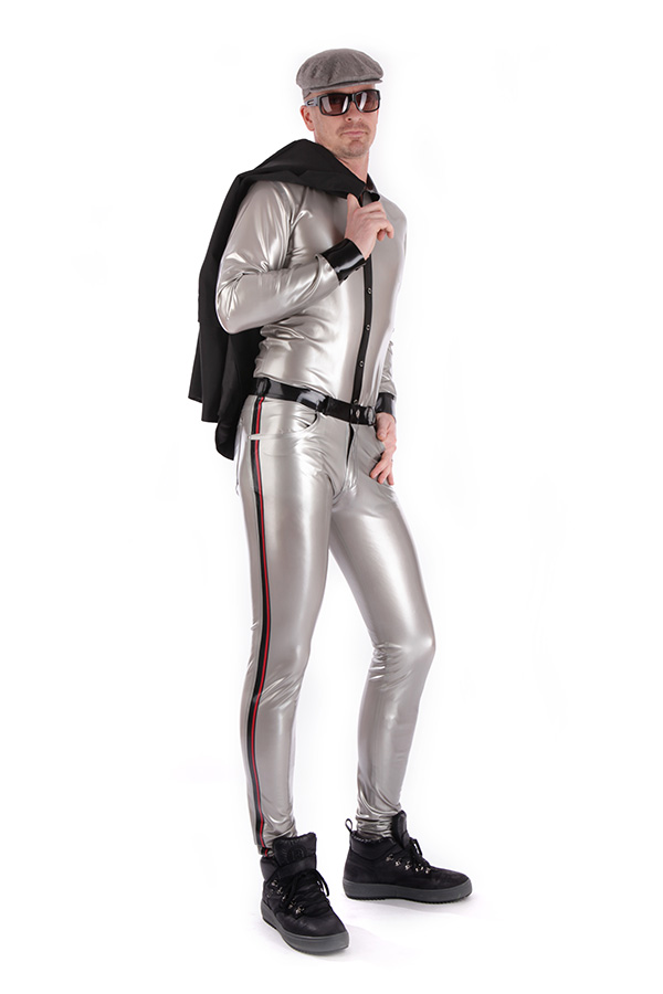 Shiny latex shirt in silver combined with a tight latex jeans