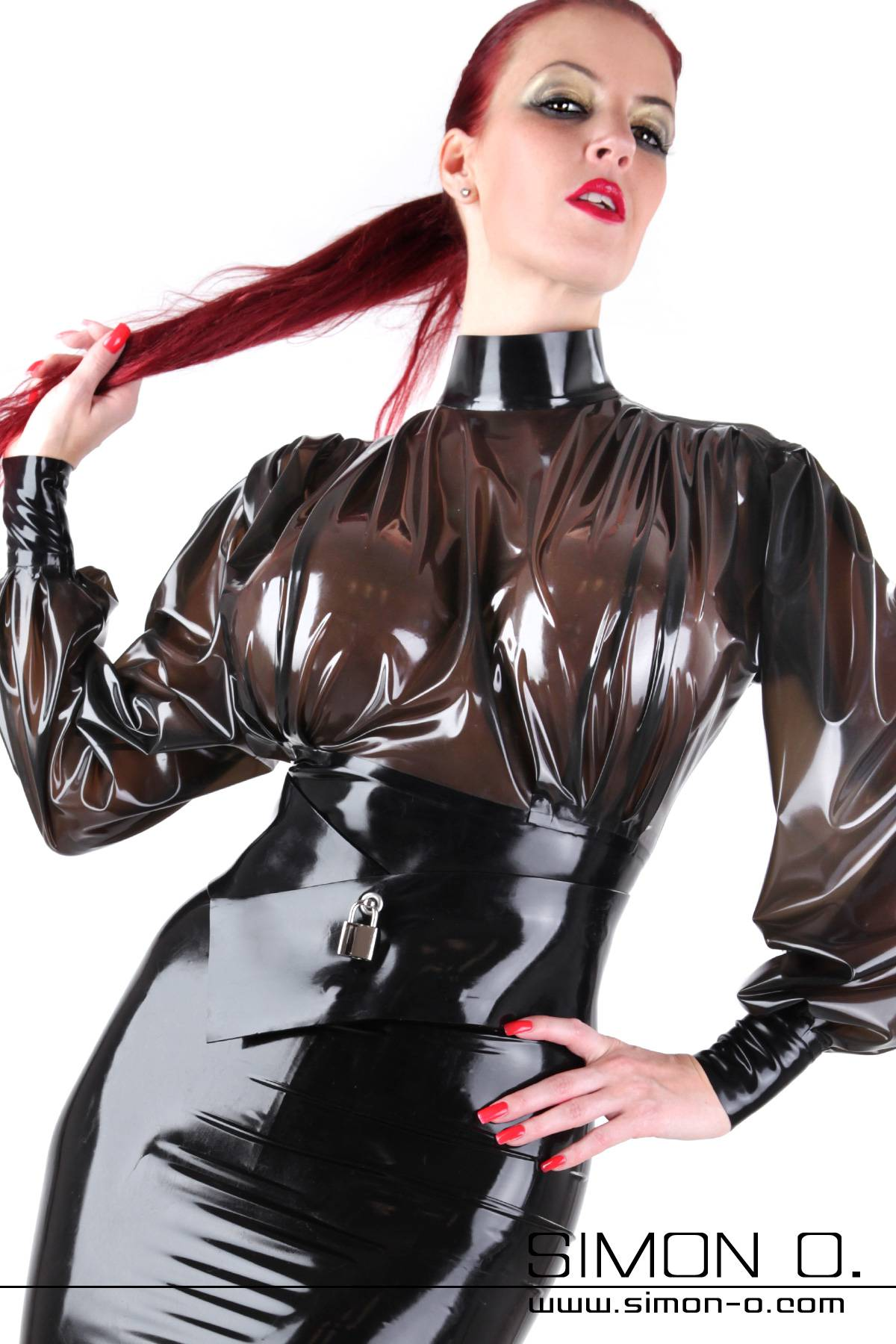 Latex Bluse in Schwarz transparent mit Stehkragen und teilbarem Zipp hinten.