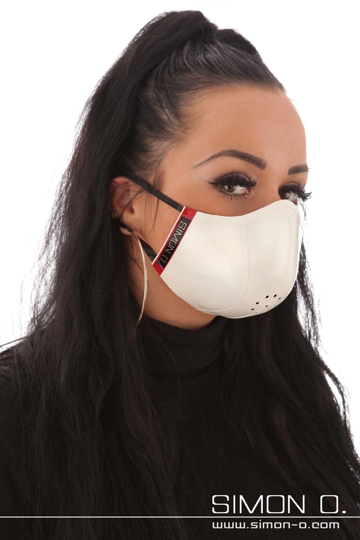 Mund und Nasenschutz - Wendemaske - beidseitig tragbar Dieser stylische Mund und Nasenschutz findet seine stabile Form einer Schale durch die Verwendung von …
