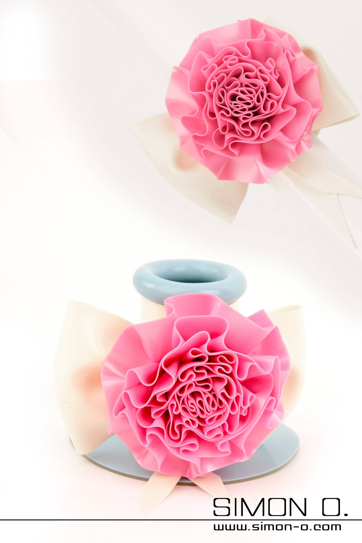 Decorative flower with bow addition for our tubes, which fit on all tubes and can be changed Shown Tube addition: Colour 1: Bubbelgum Pink (flower) Trim …