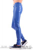 Vorschau: Slim Fit - Latex Jeans mit Taschen Diese sehr aufwendig gearbeitete Latex Hose im Jeans Stil wird Sie in jeder Linie überzeugen. Lernen Sie den komplett neu …