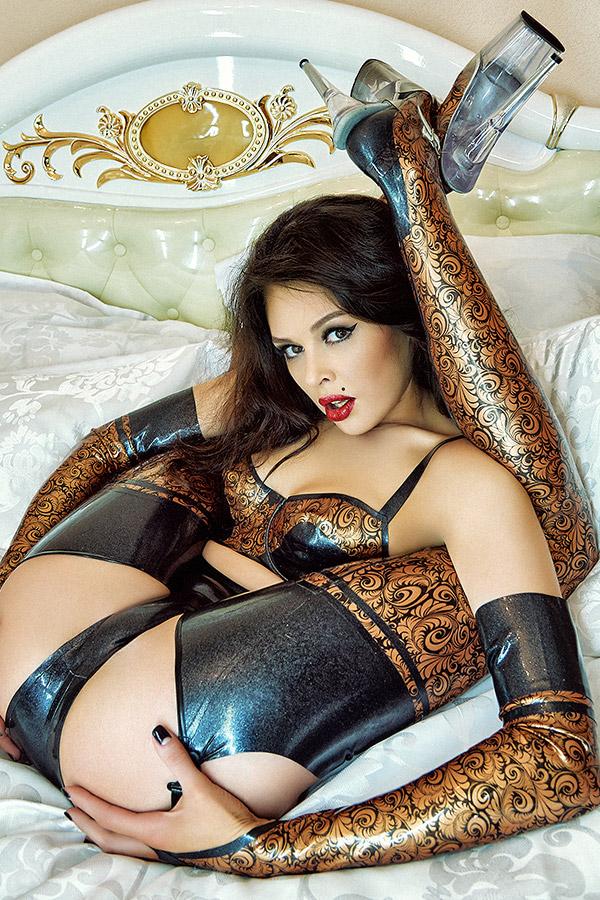 sexy glänzende Unterwäsche aus Latex