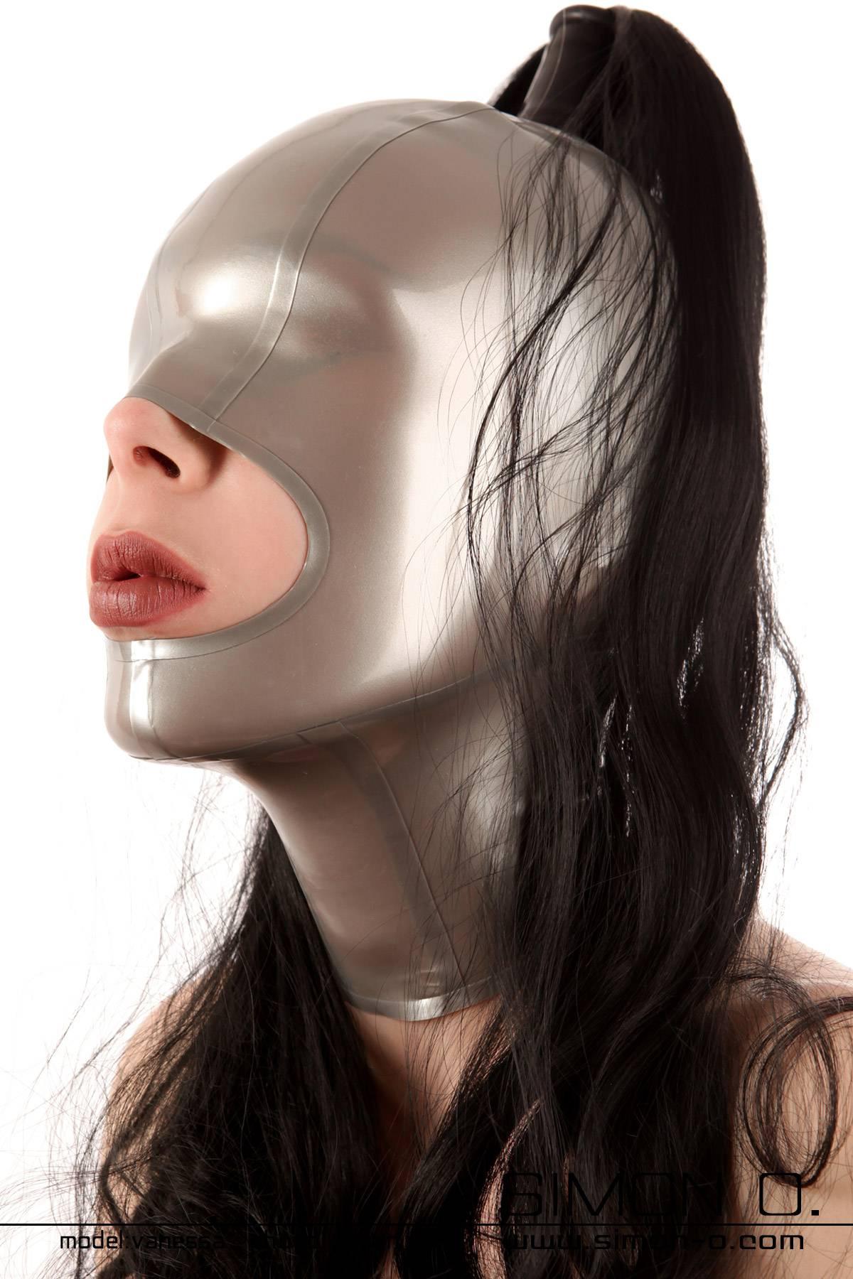Latex Maske mit großzügiger Mundöffnung vorbereitet für 1 Haarteil Mit den geschlossenen Augen dieser Latex Maske erleben Sie jede Berührung intensiver. …