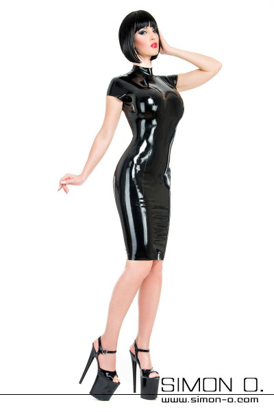Tight-fitting cocktail dress made of latex in black