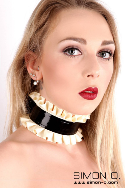 Finish your rubber maid look with this frilly latex collar which goes so well with our maid dress. With this latex collar you complete your latex undergarment …