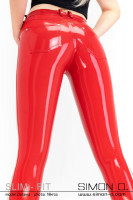 Vorschau: Po in einer hautengen roten Latex Jean