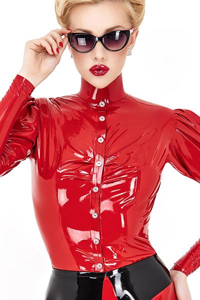 Glänzende rote Damen Latex Bluse mit Puffärmel und Knopfleiste mit schwarzen Knöpfen