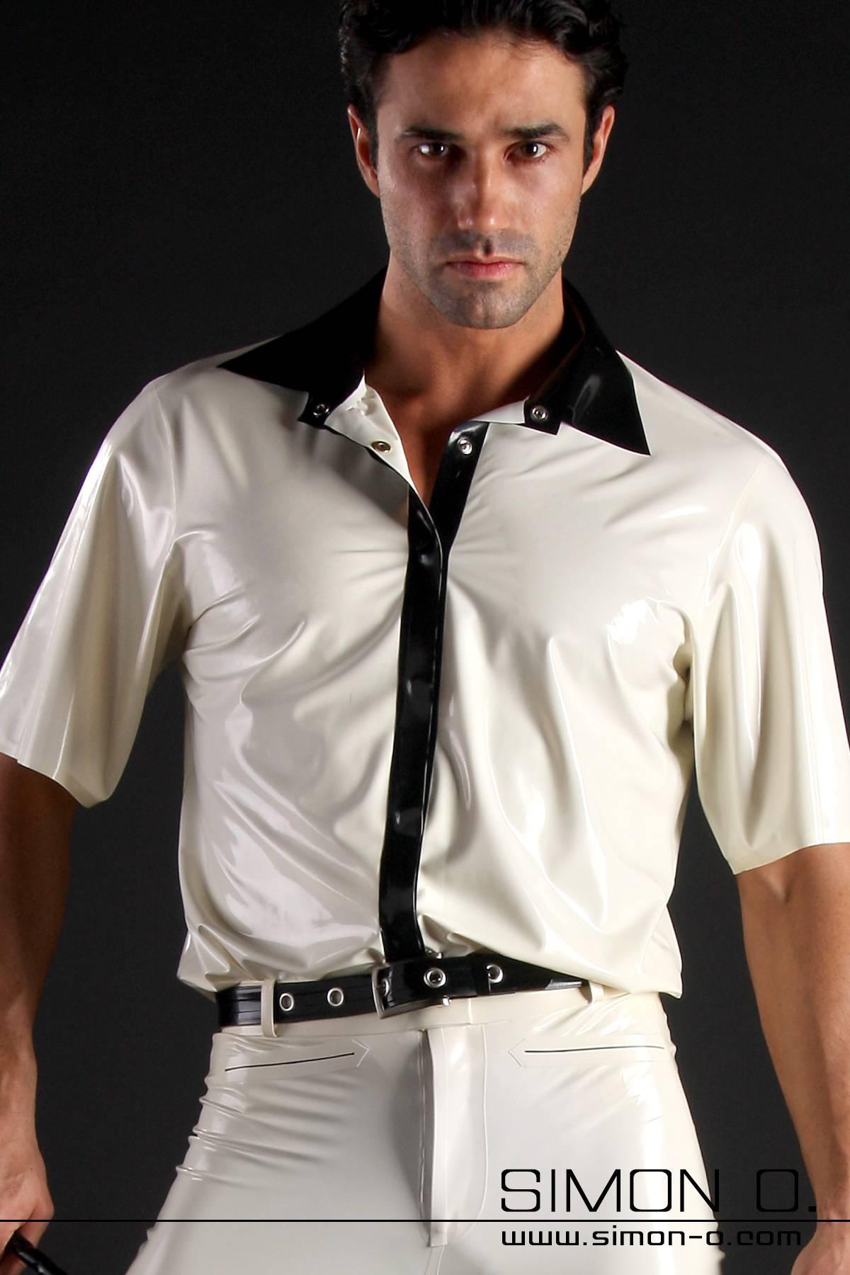Zweifarbiges Latex Hemd mit kurzen Ärmeln Die hier abgebildete verdeckte Druckknopfleiste, und der Kragen sind doppelt geklebt. ( lockere Paßform …