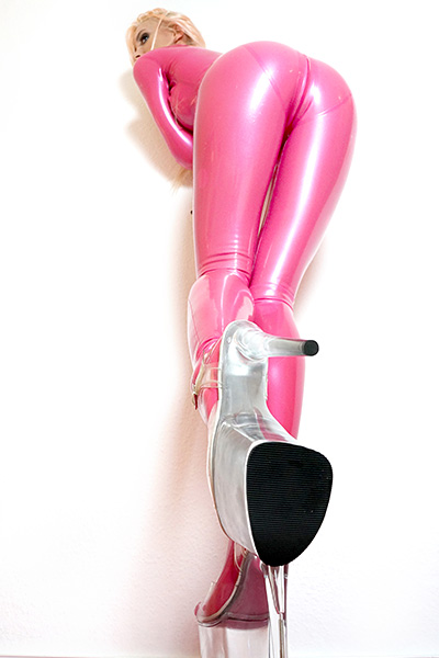 Hautenger Latex Catsuit in Pink