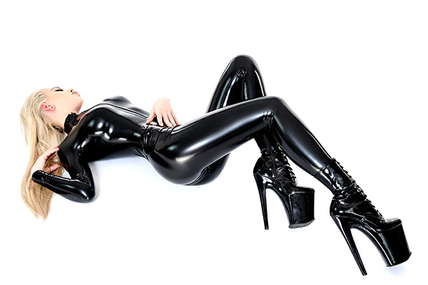 Hautenger Damen Latex Catsuit in Schwarz