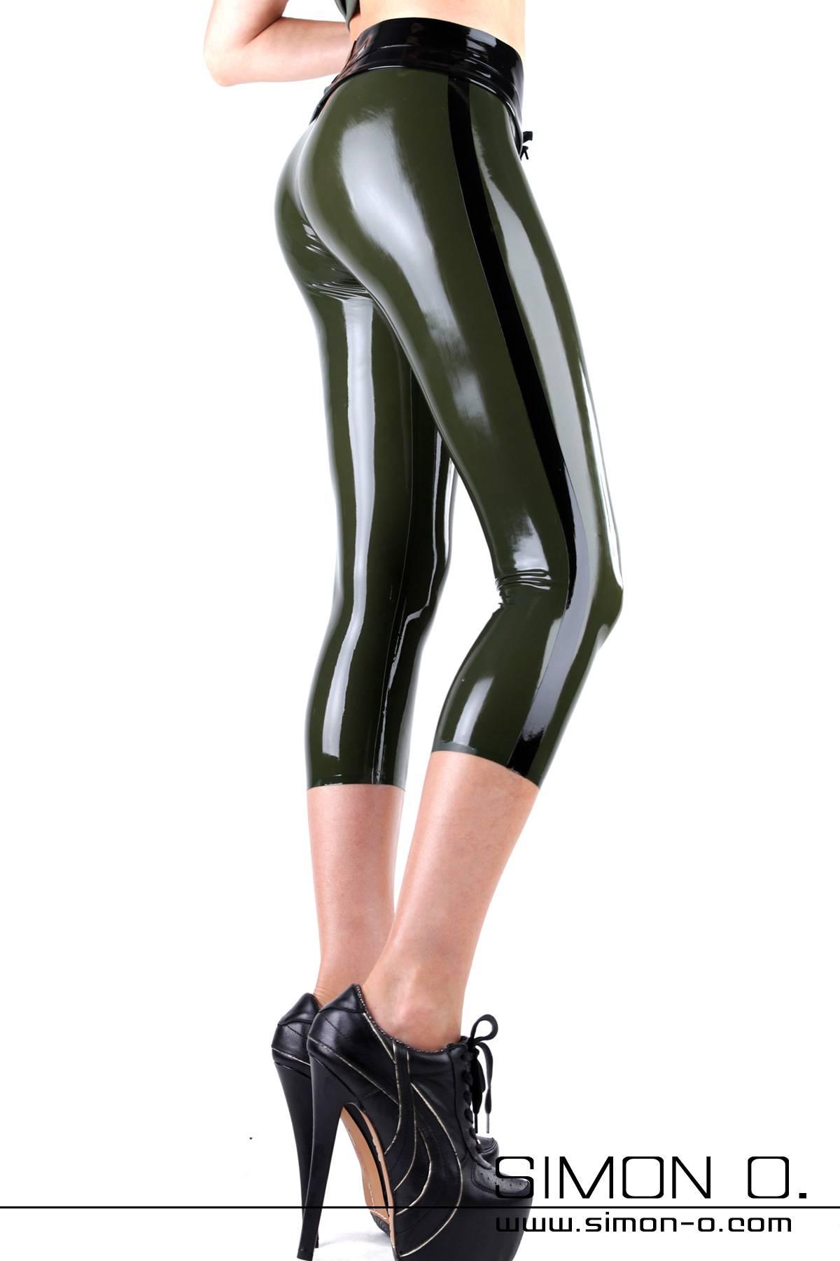 Dreiviertel Latex Leggings als Street und Clubwear Die Dreiviertel-Leggings zeigt Bein – und sie macht durch Ihren Schnitt, der der sommerlichen Caprihose …