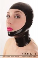Vorschau: Eine Frau trägt eine schwarze gesichtsoffene Latex Maske