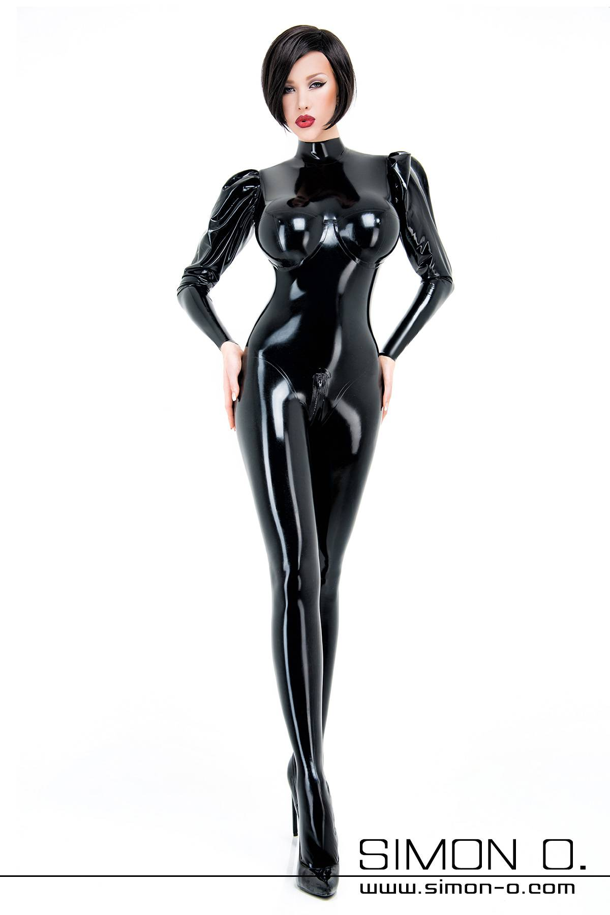 Eleganter eng anliegender Latex Catsuit in Schwarz mit Puffärmel