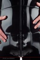 Vorschau: Midergürtel und Schrittbereich bei einem Latex Anzug