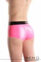 Vorschau: Eine glänzende enge Latex Hot Pant in Pink mit schwarzem Bund von hinten gesehen
