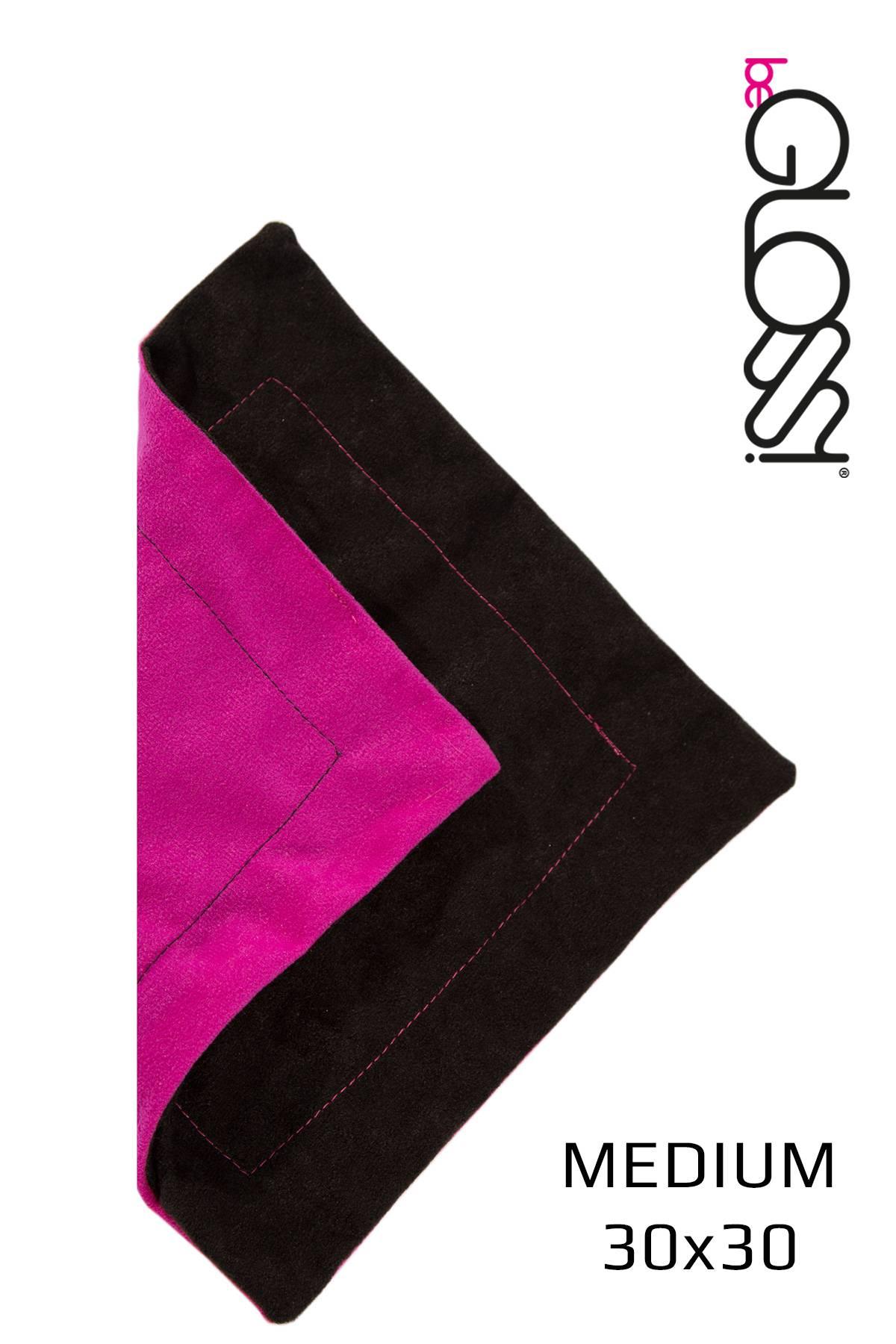 Poliertuch in Schwarz mit Pink für perfekten Glanz der Latex Kleidung von beGloss