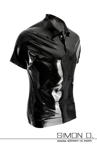 Latex Polo Shirt mit Viertelarm. Der Kragen ist aus stärkeren latex geklebt. Die Knopfleiste ist verdeckt gearbeitet und verbirgt 2 Druckknöpfe. Abgebildetes …