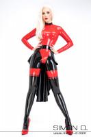 Vorschau: Eine Frau trägft einen Latex Catsuit in Kombination mit einer schwarzen Latex Schleppe