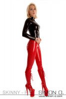 Preview: Blonde woman with tight latex pants in red and a latex shirt in black