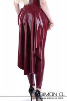 Vorschau: Eine Frau trägt eine Latex Schleppe über einen hautengen Catsuit von hinten gesehen