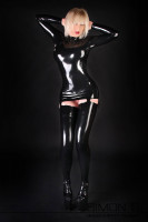 Vorschau: Enges figurbetontes Latexkleid mit Strapshalter Mit langen Ärmeln, einem Stehkragen und den teilbaren Zipp hinten besteht bei diesen sexy Latex Kleid die …