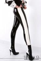 Vorschau: Damenbeine in einer schwarzen glänzenden Latex Leggings mit weißen Streifen seitlich
