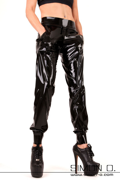 Latex sweatpants with a special pricing, express delivery and a Simon O 14 day exchange guarantee. The most laborious and most beautiful model …